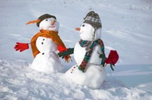 zima-sneh-socha-snehuliak